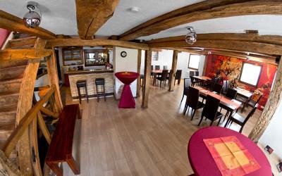 Dieser Raum kann als Seminarraum, zur Bewirtung oder als Tanzfläche genutzt werden!